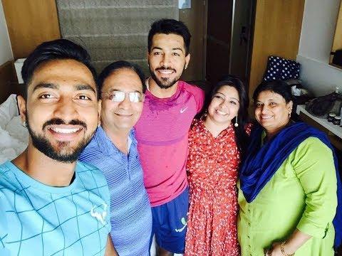 hardik-pandya-family-photo