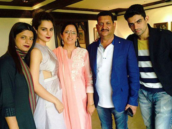 Kangana-Ranaut-with-her-family