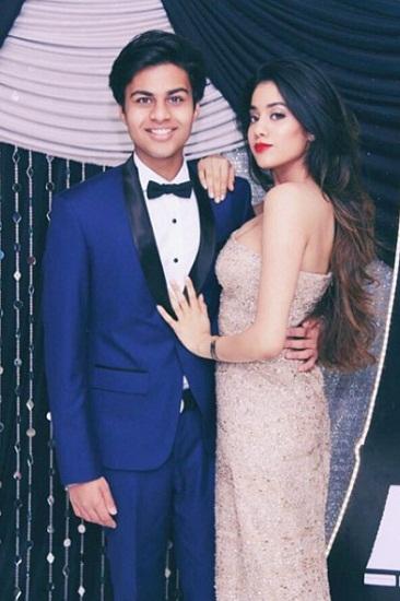 Jhanvi-Kapoor-with-her-boyfriend